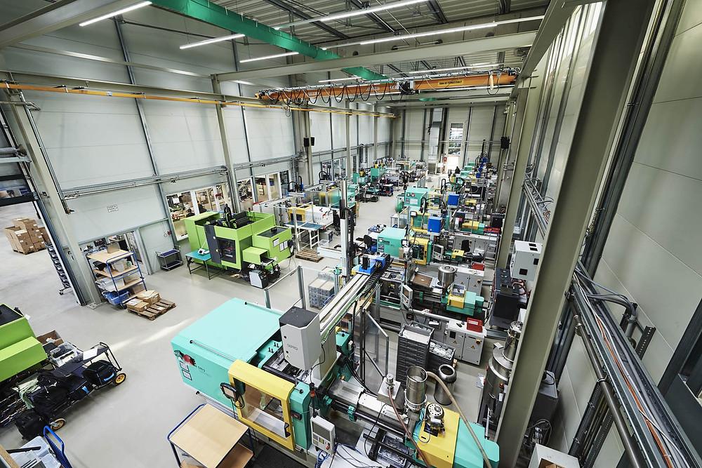 Toolcraft hat eine Kunststoffspritzerei mit 75 Mitarbeitern.