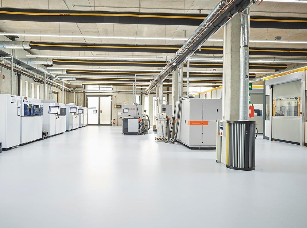 Das Metall Laser Sintern wurde mittlerweile zu einem starken Standbein von Toolcraft. Nicht weniger als 13 entsprechende Maschinen stehen hier.
