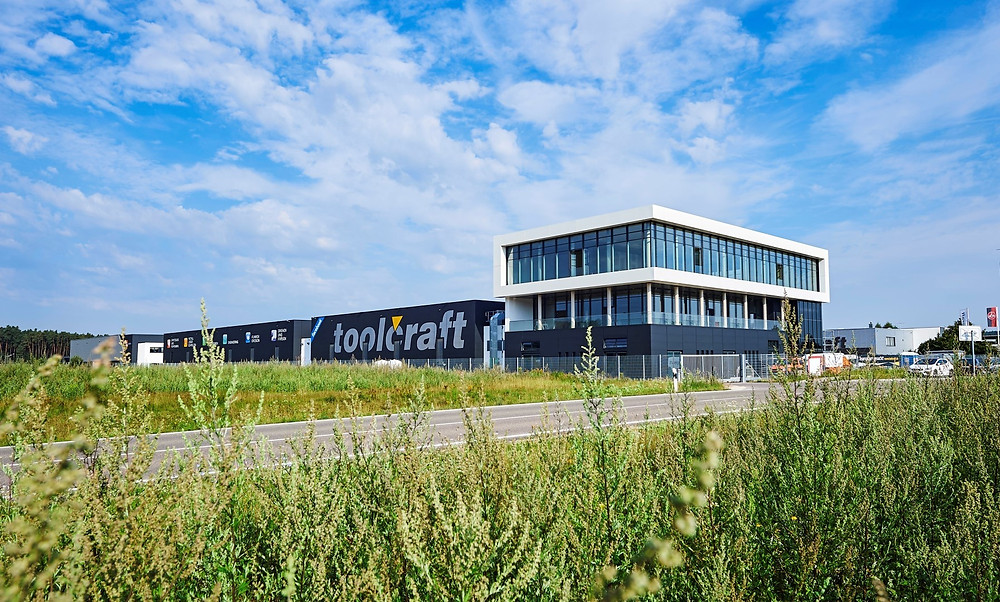 Die Toolcraft AG im fränkischen Georgensgmünd. Ein Vorzeigeunternehmen, mit rund 400 Mitarbeitern, wie es im Buche steht.