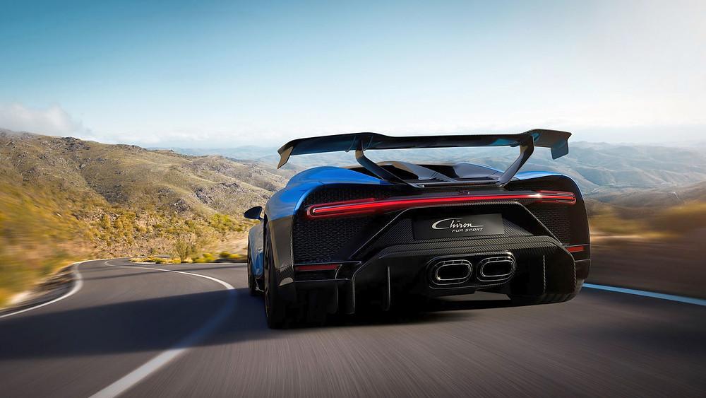 Das neue Heckdesign des Bugatti Chiron Pur Sport ist mit einer 3D-gedruckten Titan-Auspuffblende ausgestattet. Bildquelle: Bugatti