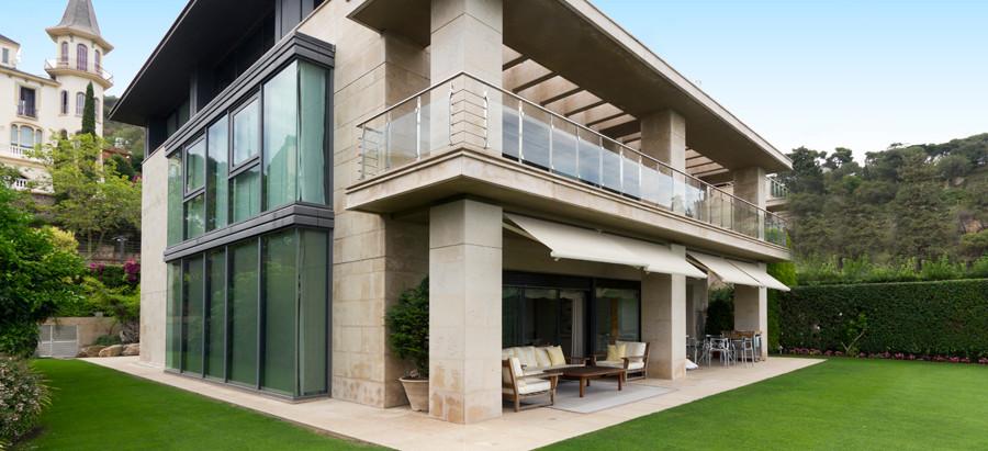 Chalet de lujo con las mejores vistas de Barcelona en Singular Properties