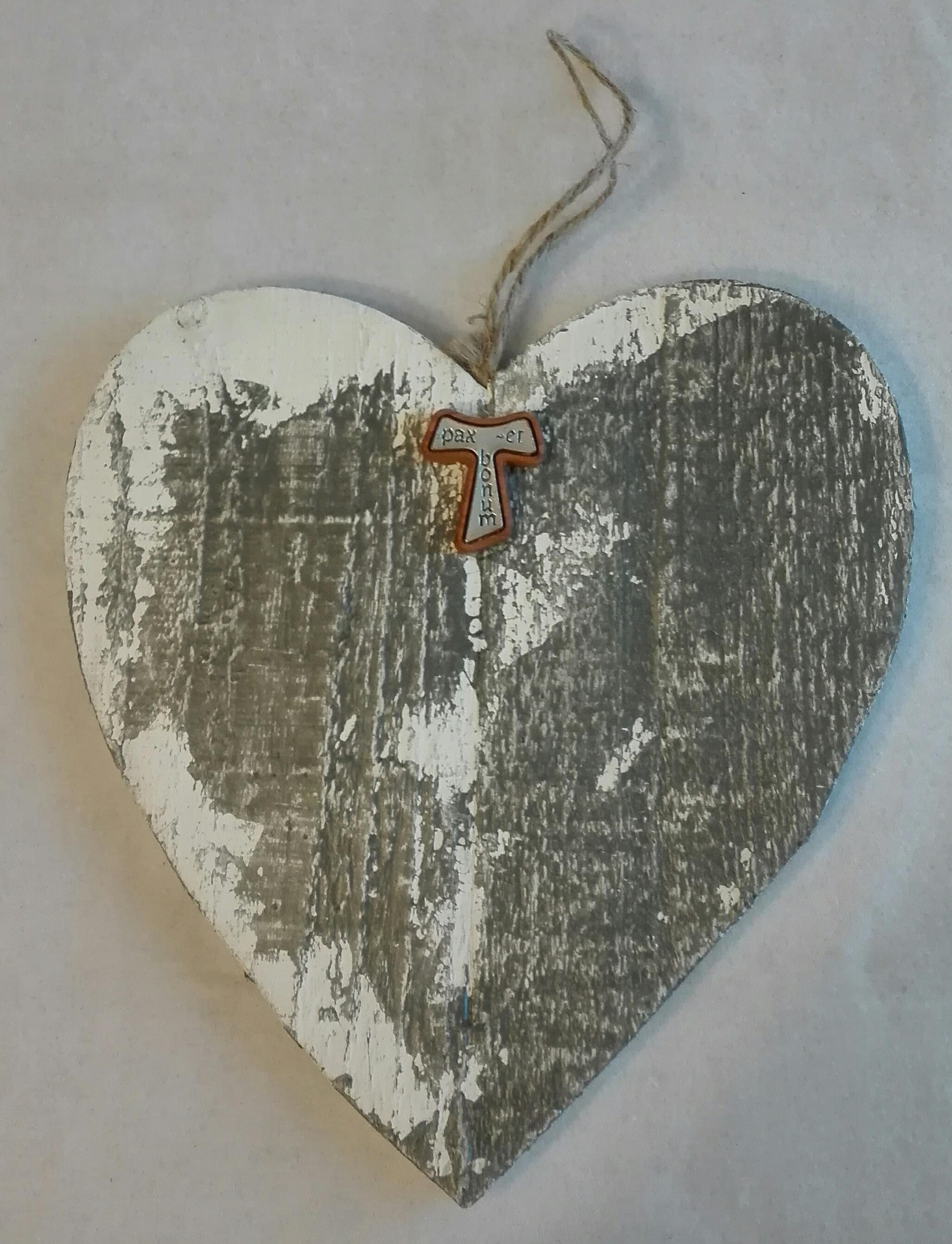 decorazione cuore in legno con Tau