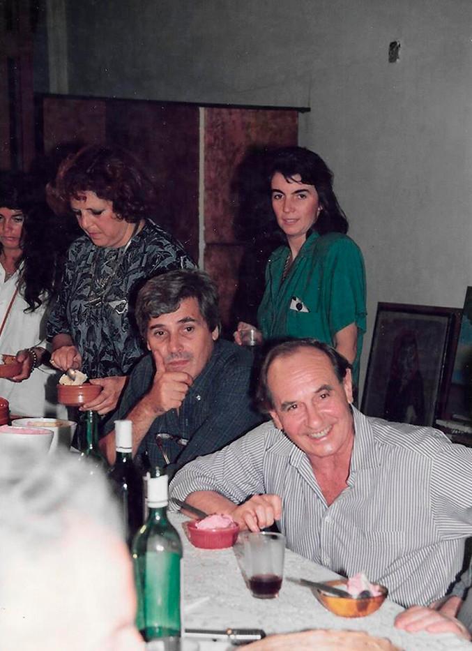 Cristina DARTIGUELONGUE, Tito BUSSE, su esposa Mónica Catani y Ricardo CARPANI en el taller de BUSSE.