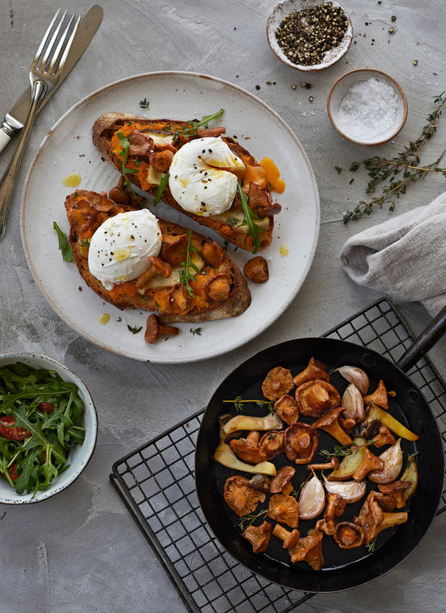 Food photography, fried eggs, mushrooms, food photographer Chrsitina Bull