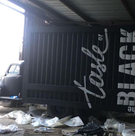 Carner брендирование грузового автомобилей дизайн