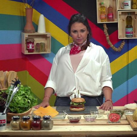 T3elmou tdirou burger f jouj d9ay9, w b'la touche dial Amal ! Chkoun b7alkoum ? #TyabL9elb #LaCuisin