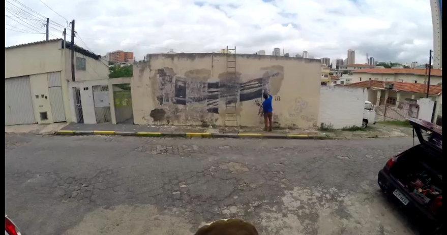Processo de mural na Vila Anglo (SP) ao lado do artista Zito