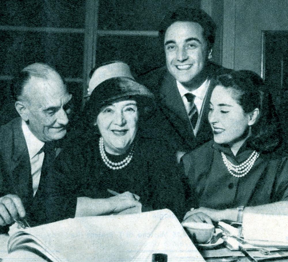 Tatiana Pavlova durante le prove della commedia L'ufficiale della guardia, con Luigi Cimara, Paolo Carlini e Lea Padovani