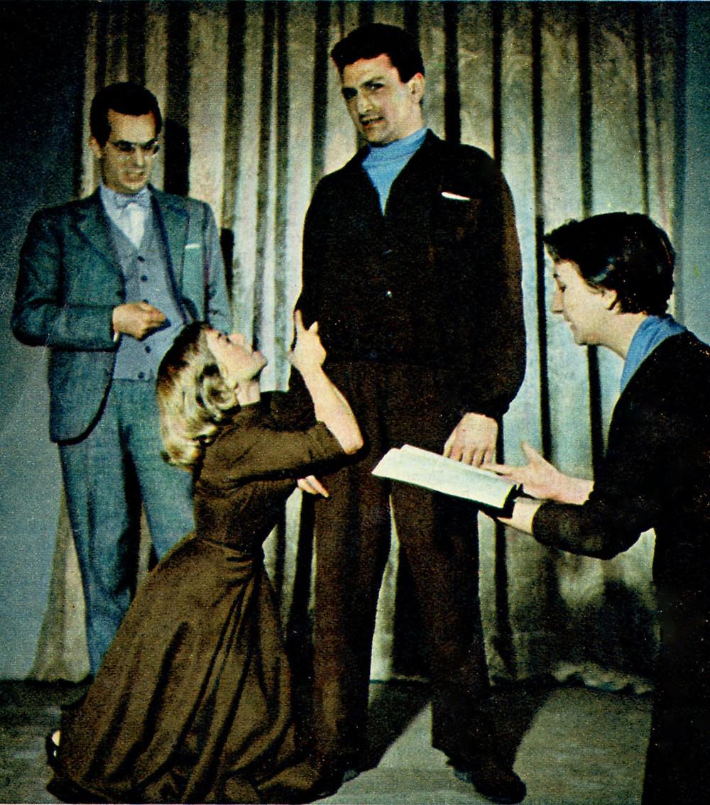 Orazio Costa durante una lezione di recitazione con Gabriella Andreini, Osvaldo Ruggieri e l'allieva regista Vilda Ciurlo (1956)