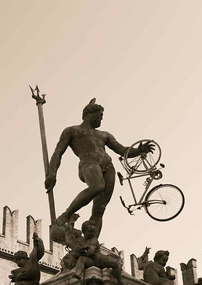 Nettuno con bici, Bologna, 2012, foto di Nino Campisi