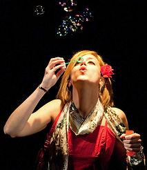 """Flavia Moretti in """"Incantesimo in stazione"""" di M. Corrado, Teatro del Navile, 2009, (Foto G.Orlandi)"""