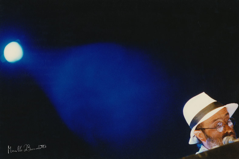 Lucio Dalla in concerto, 1989. Foto di Marcello di Benedetto