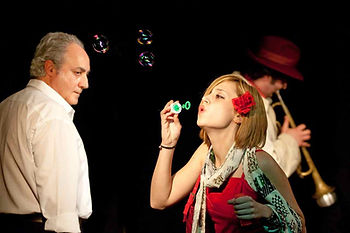 """Maurizio Corrado in """"Incantesimo in stazione"""", Teatro del Navile, 2009, (Foto G.Orlandi)"""