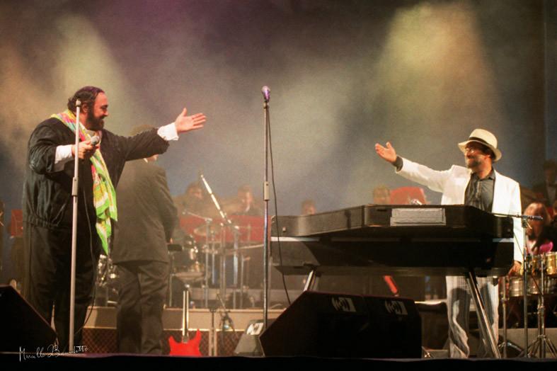 Lucio Dalla e Luciano Pavarotti al Pavarotti and Friends. Foto di Marcello Di Benedetto - 1982