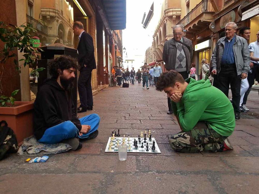 Lo scrittore Rafael Antonio Quevedo, scacchista di strada
