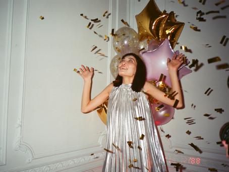 Comment s'habiller pour les fêtes de fin d'année en s'inspirant du siècle passé?