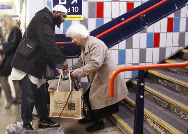 muslim-helping-old-lady-md.jpg