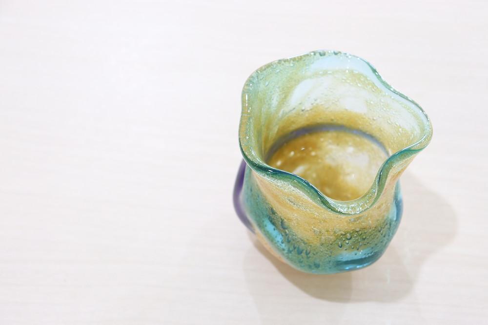 宙吹ガラス工房虹 茶泡二色石型グラス  琉球ガラス やちむん 可愛い 人気 おしゃれ 通販 沖縄 宮古島