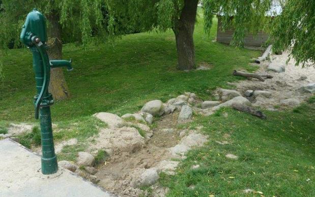 waterpomp waterval buroBlad natuurlijk buitenspelen