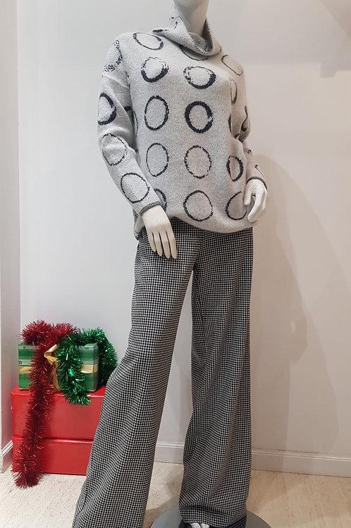 Pants: Weill;   Knitwear: Sarah Pacini