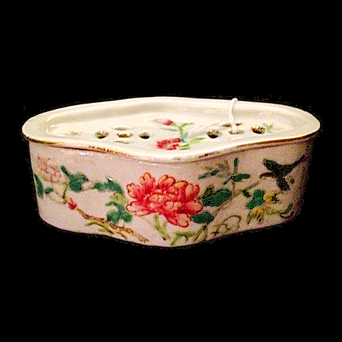 Qianlong Dynasty soap dish Hand painted and stamped  (with lid)
