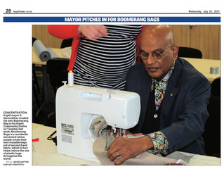 Our Mayor gets hands on with making Boomerang Bags