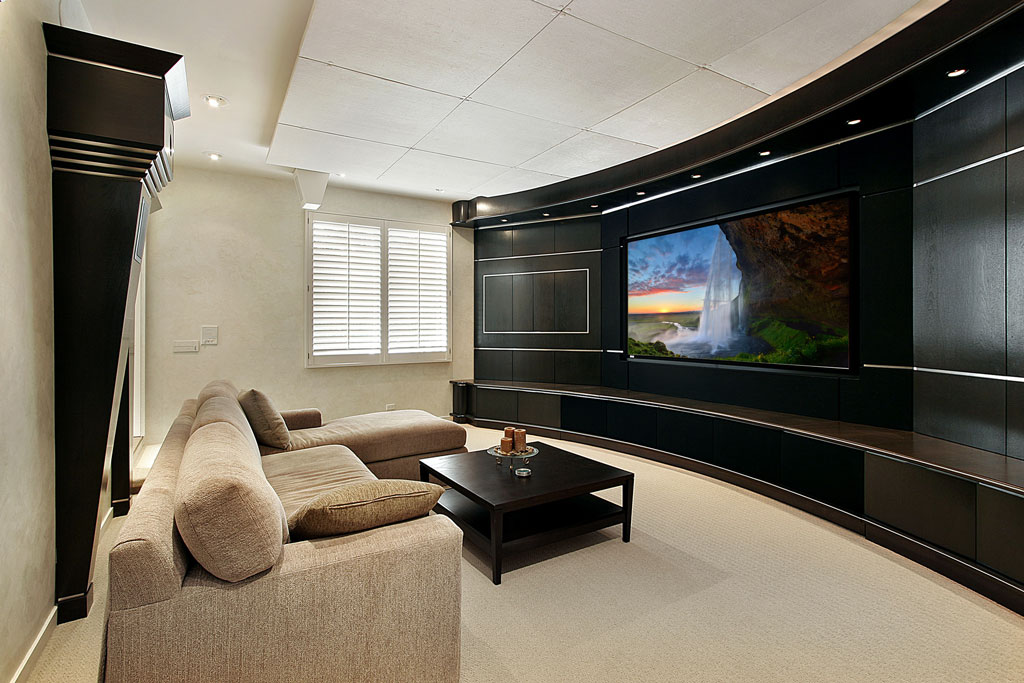 WIDE SCREEN HOME THEATER
