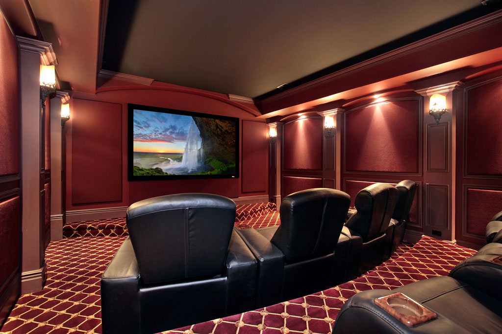 THEATER IN A LUXURY HOME