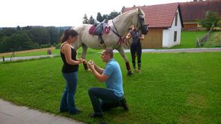 Heiratsantrag zu Pferd im Himmelreich