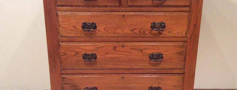 Superb Edwardian Golden Oak Antique Chest of Drawers. Circa 1900.