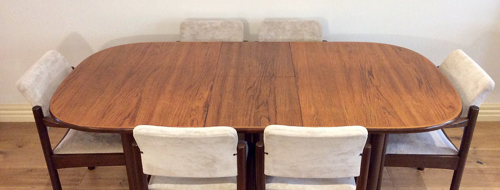 Vintage Chiswell Teak Extension Dining Table.
