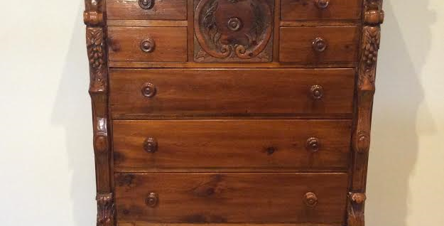Victorian Chest of Drawers with Serpentine Front