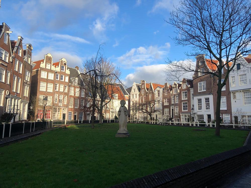 Qué ver en Amsterdam  Begijnhof