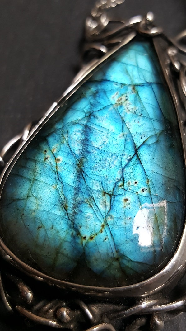 Blue flash Labradorite