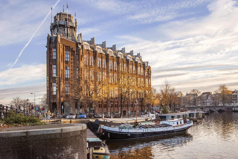 Het Amsterdamse Scheepvaartkantoor, Amsterdam. Architecten Jo van der Meij, Michel de Klerk.