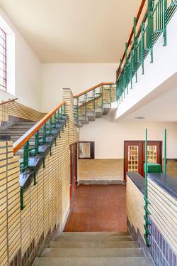 Trappenhuis in voormalige (dubbele) Th. Tijssen en D. Bosschool, Groningen. Architect S.J. Bouma.