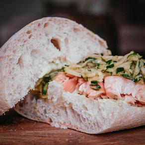 Lachs-Gurken-Sandwich Asia Style & Basilikum Limonade