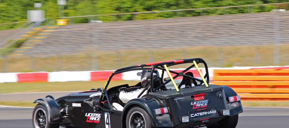 Aston Martin, Track Day, Performance Traiming, License to Race, Rennstrecke, Auto, Caterham, Hockenheimring, Nürburgring, Spa Francorchamps, Bilster Berg, Boxberg