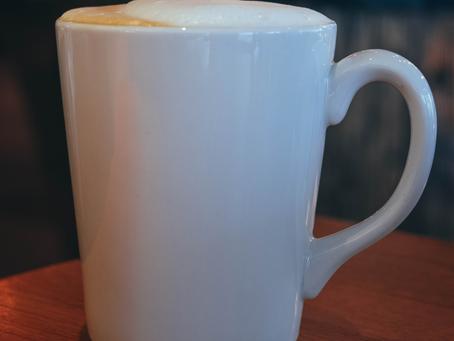 Die Kapuze eines Mönchs, italienisches Lebensgefühl und der Cappuccino