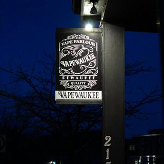 Vapewaukee Outside Sign