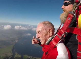 Orelia Dilhome: 96-jarige Dilbekenaar maakt vierde succesvolle landing na sprong uit vliegtuig