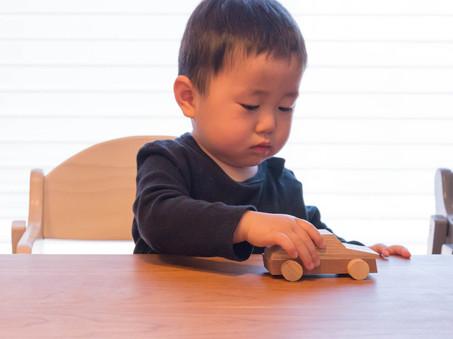 岐阜県産の木で作った車のおもちゃ