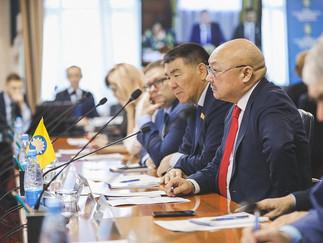 Александр Новьюхов принял участие в Совместном заседание депутатов Думы Югры и представителей Народн