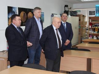 Александр Новьюхов принял участие в круглом столе, посвящённом развитию профильного образования в ав