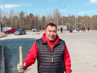 Александр Новьюхов принял участие в общественном субботнике в городе Ханты-Мансийске