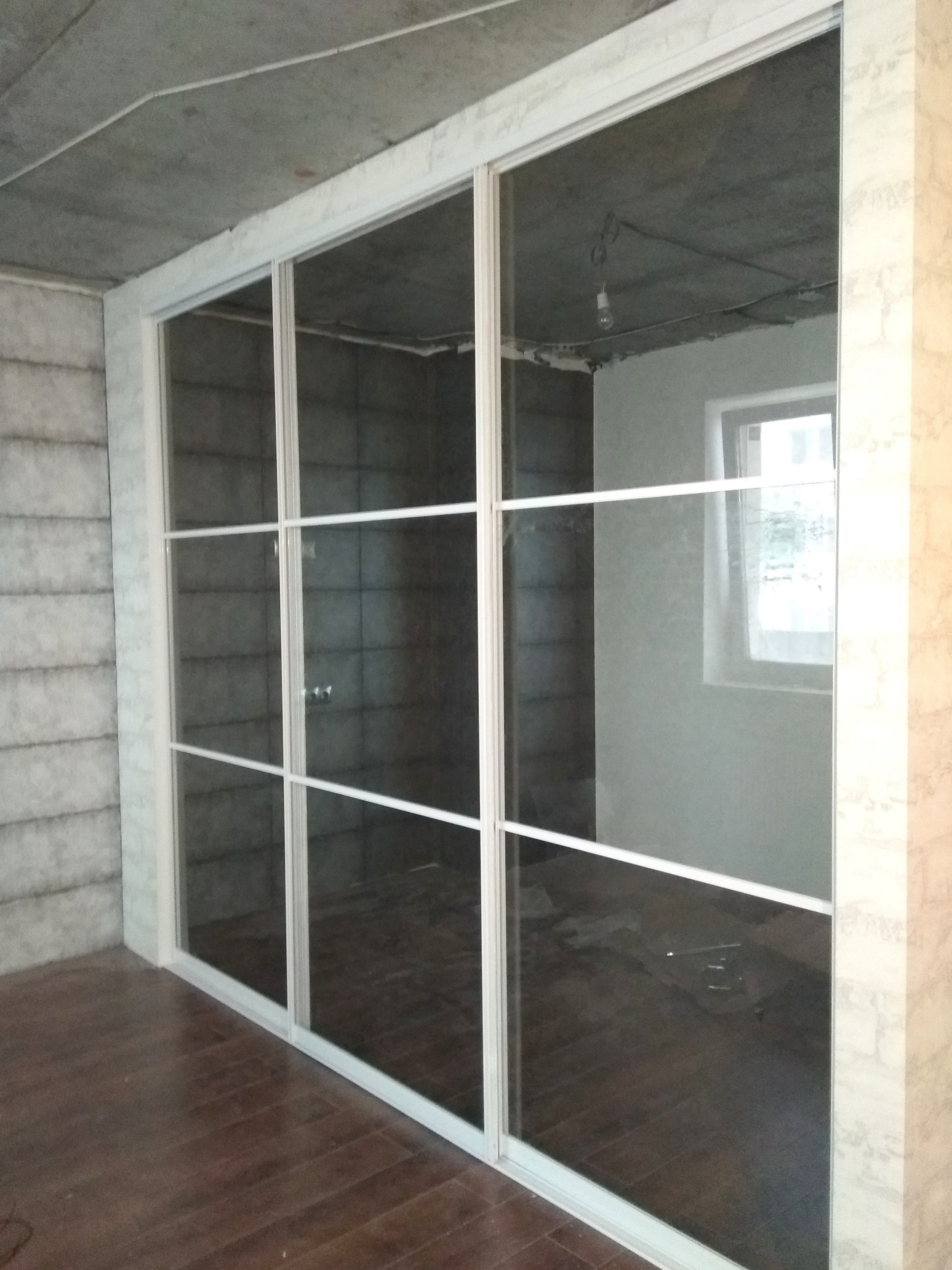 с прозрачным стеклом