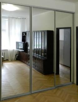 3 зеркальных двери