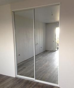 двери зеркальные