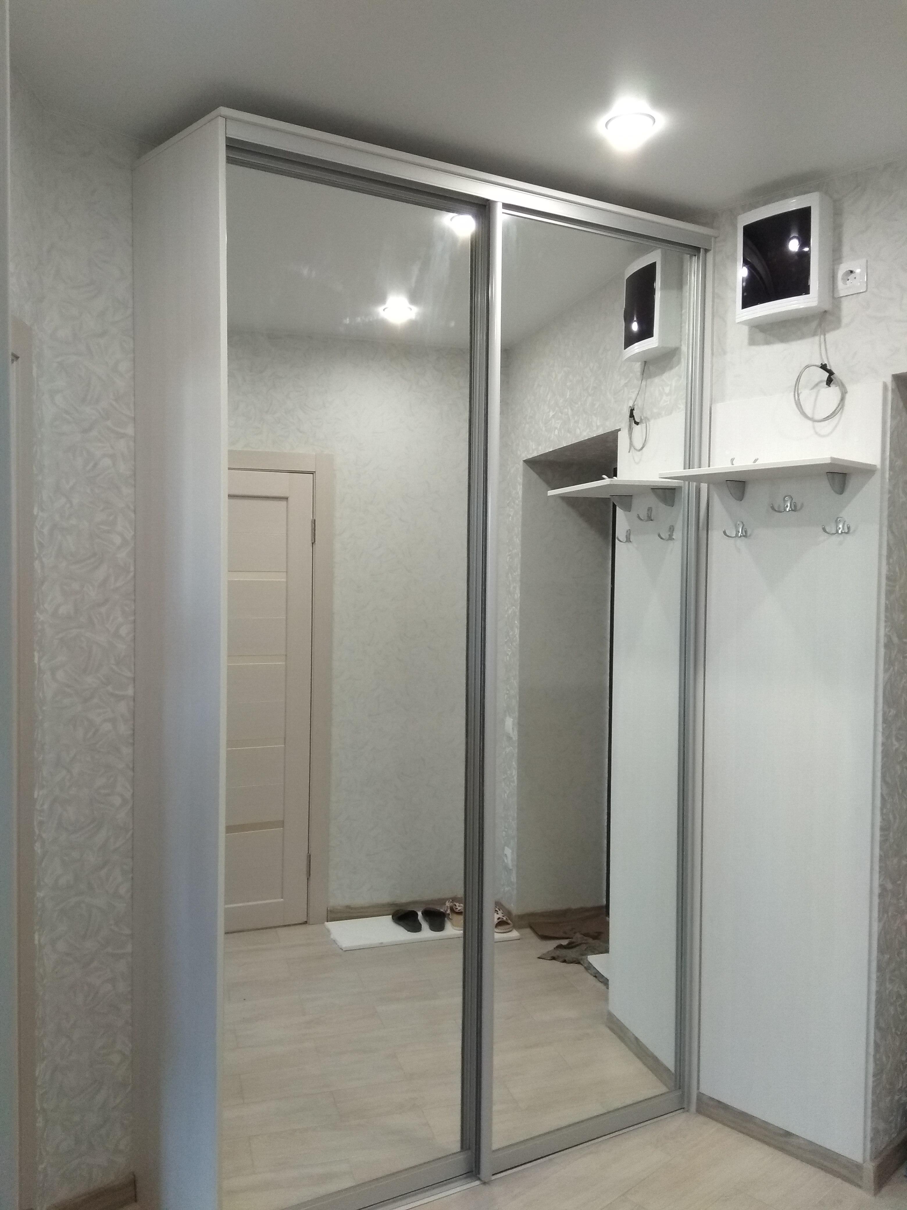 2 зеркальных двери