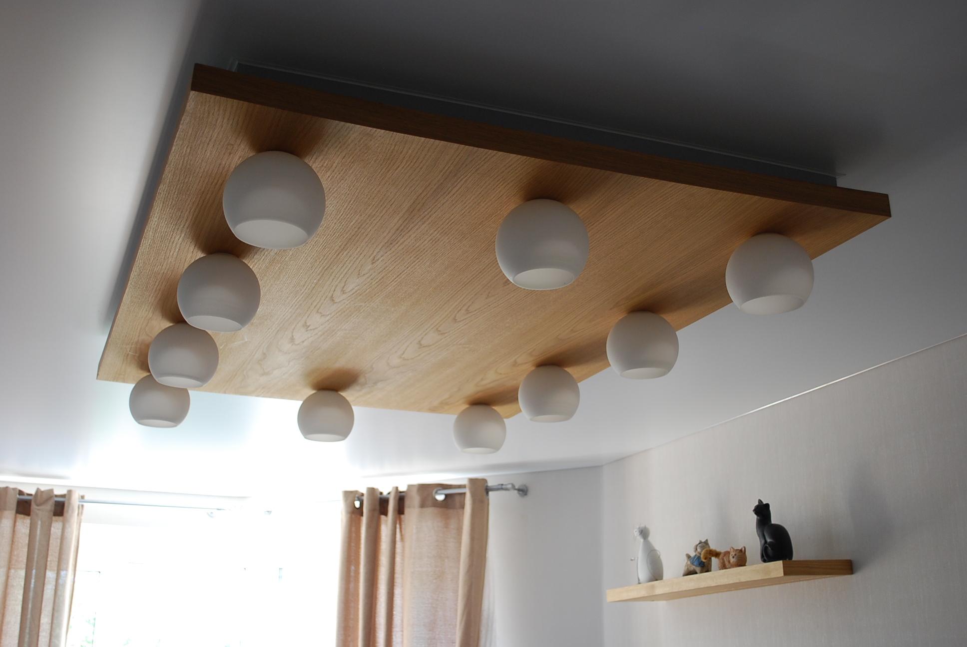 Потолочный светильник. Шпон дуба